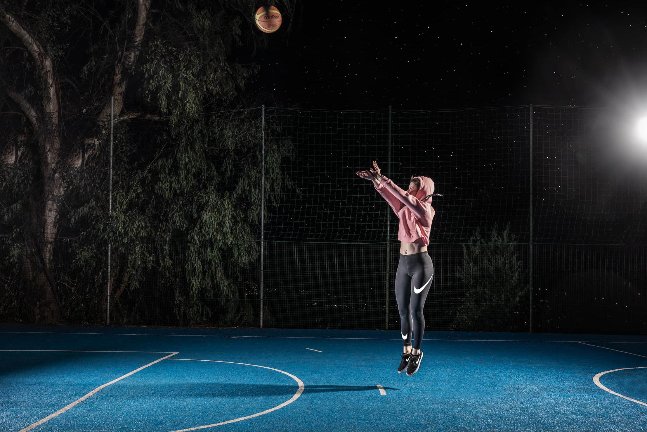 tiro-libero-basket-campo-blu-notte