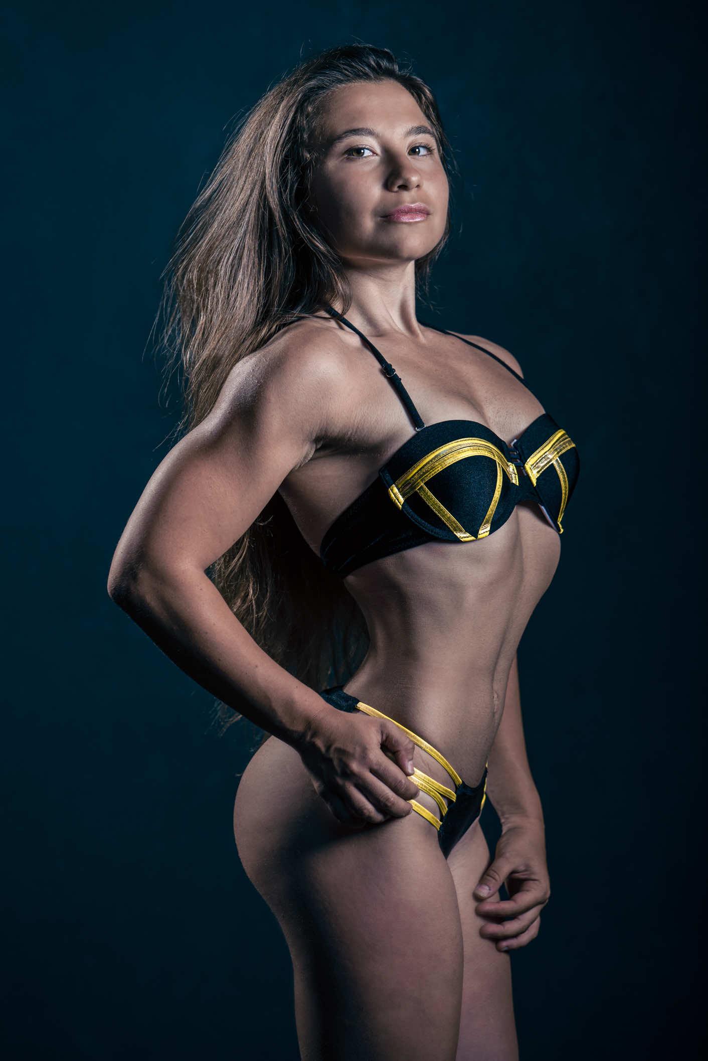 fotografo-fitness-ragazza-bikini-palestra