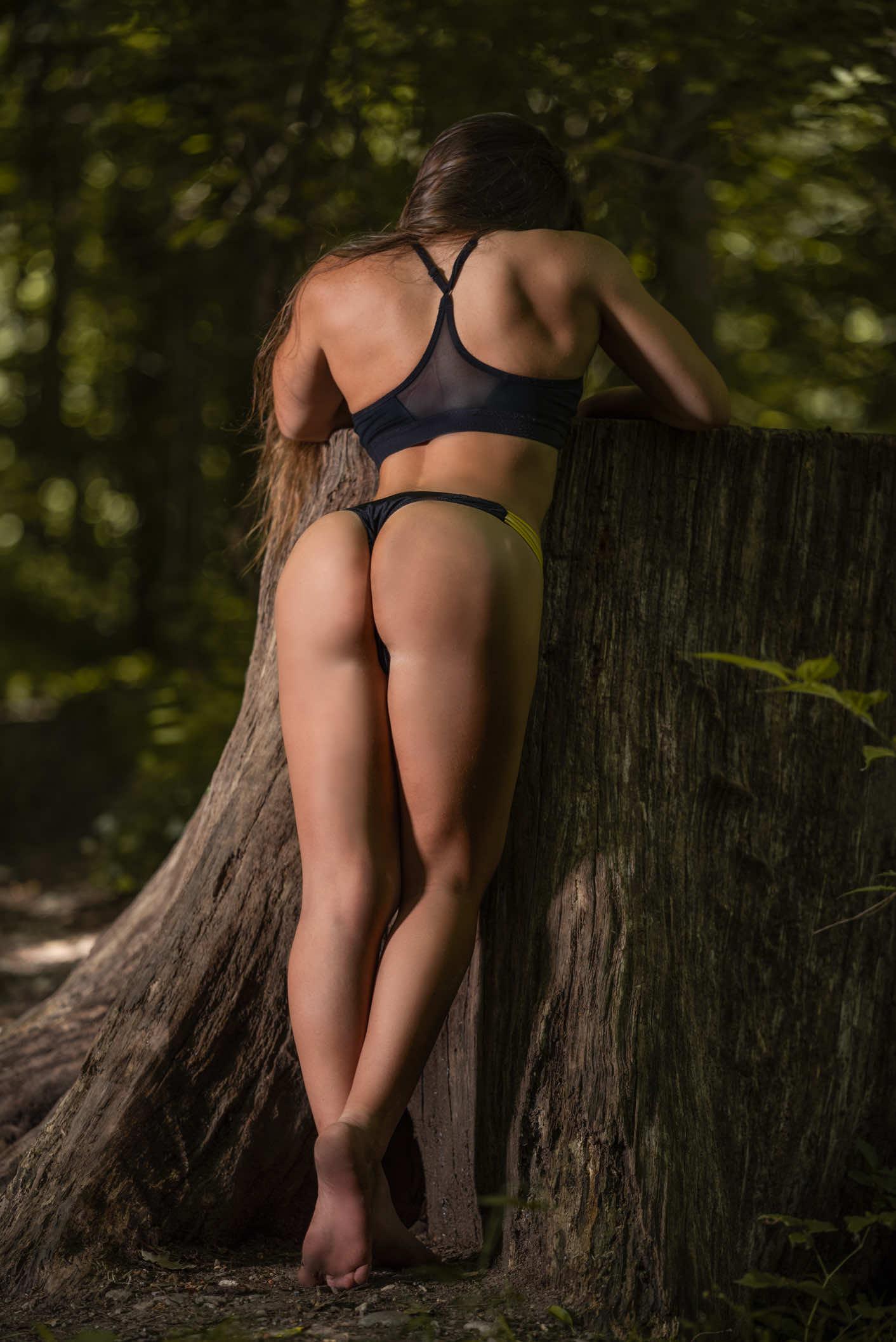 ragazza-allenata-costume-parco-monza-fitness